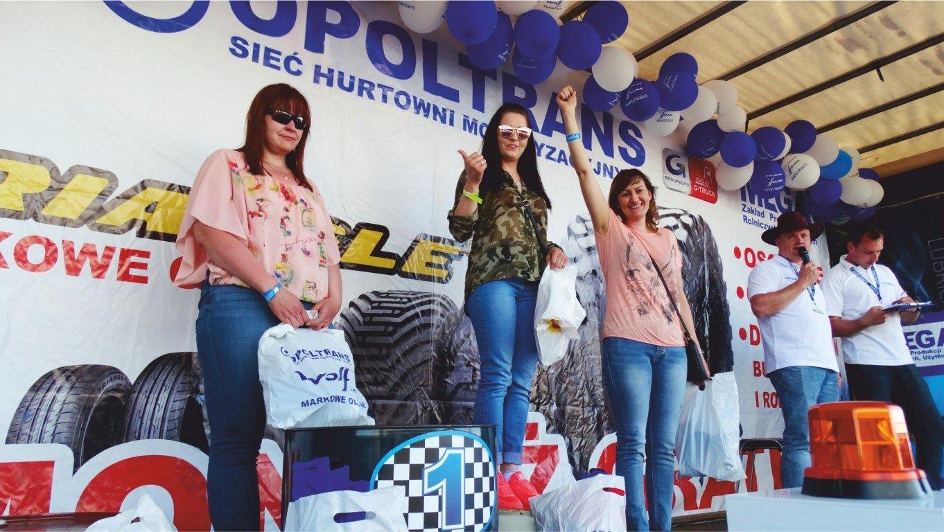 Zwycięzcy na podium